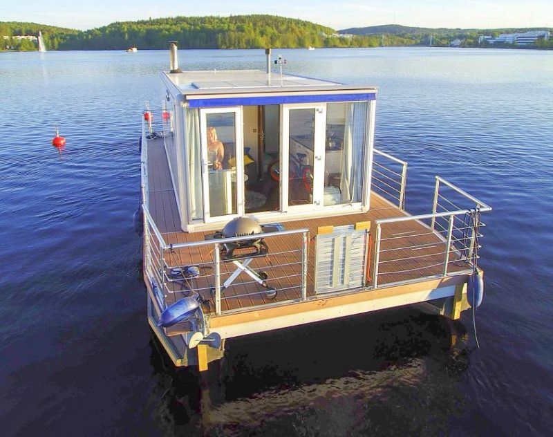 Modern Houseboat Standard is a fine choice for couples, small groups of friends, or families. You can also easily fit bikes, fishing equipment or SUP-boards on the roomy decks so you take over your surroundings easily and  enjoy fun water activities on your holiday!